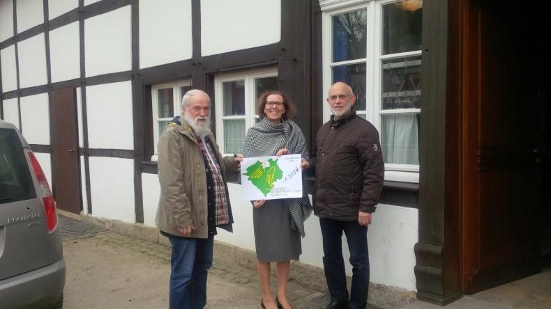 Auf dem Bild sind der 1.Vorsitzende des Vereins, Herr Lohölter, Frau Dr. Peitz (Provinzialer in Westfalen-Lippe helfen e.V.) und der 2.Vorsitzende Herr Paschke (v. l.)