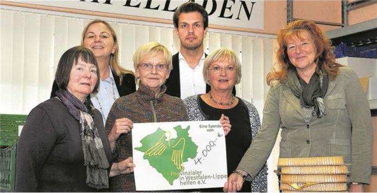 """Über eine Spende von 4.000 Euro durch den Verein """"Provinzialer in Westfalen-Lippe helfen"""" freute sich am Donnerstag die Halterner Tafel."""